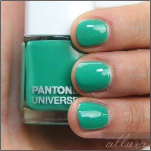 Sephora-+-Pantone-Emerald-Color-Charged-Graphic-Lacquer-in-Emerald-Swatch-Applied-2